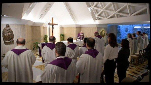Messe à Sainte-Marthe: Dieu nous aime comme une mère ou un père