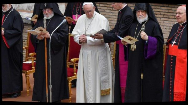 Le Pape inaugure une statue de St Grégoire de Narek au Vatican