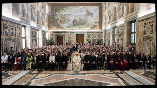 Le Pape invite la Communauté de l'Emmanuel à propager la Miséricorde de Dieu