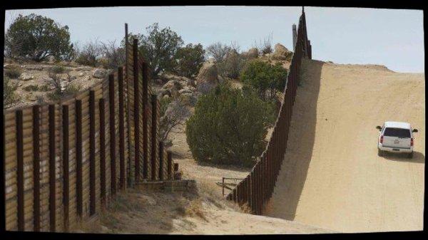 Etats-Unis: des évêques opposés au déploiement de soldats le long de la frontière avec le Mexique
