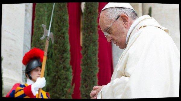 Le Pape prie pour les familles des victimes du crash aérien en Algérie