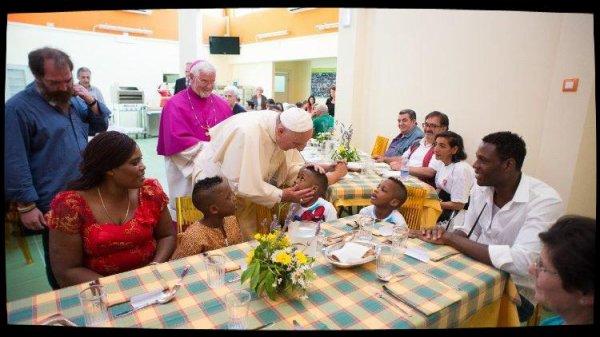 Le message du Pape aux Caritas italiennes: se faire toujours plus proche des pauvres