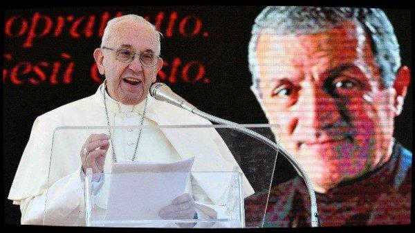 Le Pape François salue la figure de don Tonino à Alessano