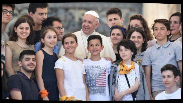 L'Eucharistie réconcilie et unit la communauté rappelle le Pape