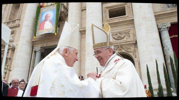Le Pape François signe la préface d'un livre de Benoît XVI