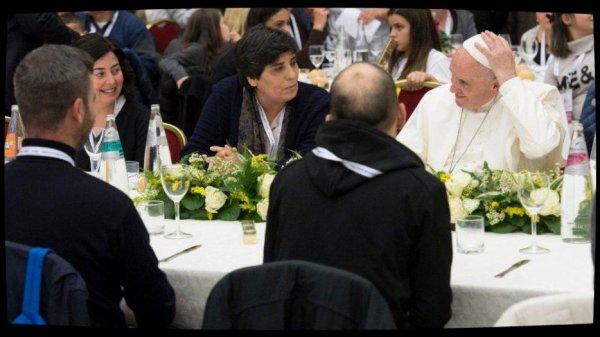 """""""Un pauvre crie, le Seigneur entend"""" : le message du Pape pour la Journée mondiale des pauvres"""