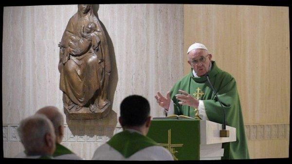 Le Pape à Sainte-Marthe: exploiter les femmes est un péché contre Dieu