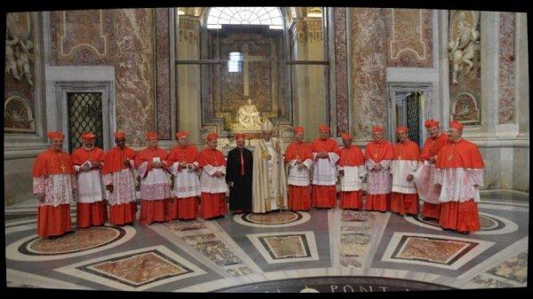 """Le Pape au Consistoire: """"la seule autorité crédible est celle qui nait du service"""""""