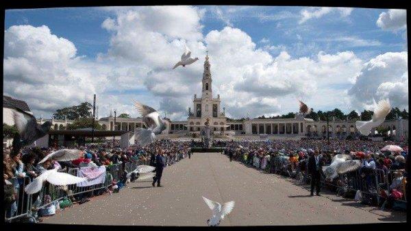 Le Pape bénit les équipes Notre-Dame, rassemblées à Fatima