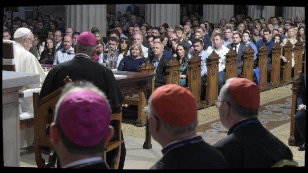 """""""Saint-Père, vous n'êtes pas seul!"""": les évêques redisent leur soutien au Pape François"""