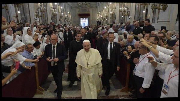 Le Pape François rencontre les prêtres et personnes consacrées de Sicile