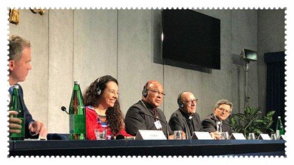 Point presse du Synode: le Pape invite les jeunes à «secouer l'Église»