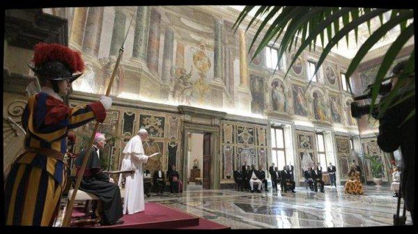 Neuf nouveaux ambassadeurs près le Saint-Siège reçus par le Pape