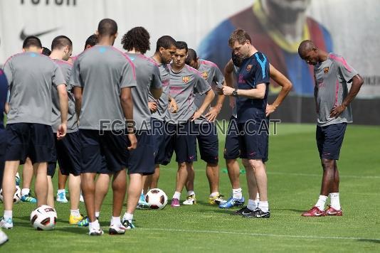 Après la fête , retour au boulot : Entrainements du FC Barcelone ( 14-05-2011)