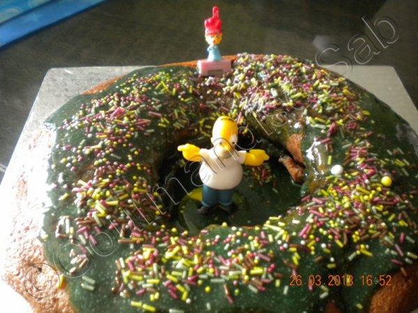 gateau simpson en forme de donut's