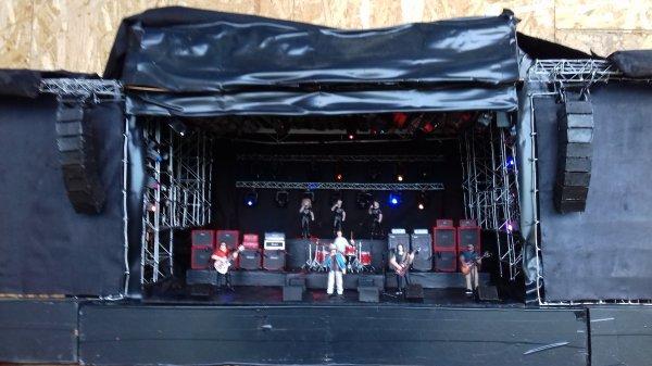 Près pour le grand festival !!! le groupe TRUST !!!!!!