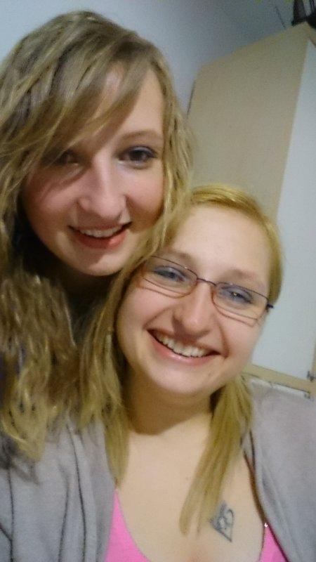 Quand une jumelle est très jolie, sa soeur l'est aussi.