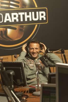 ARTHUR SOUHAITERAIT REVENIR A LA RADIO !