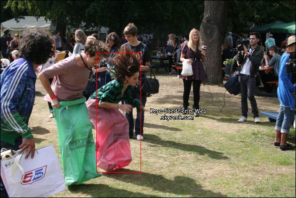 . [c/] Photo coup de ♥ :P : Kaya en train de faire une course de sac en Août 2010.  Vous ne trouvez pas que la photo est marrante ? Je suis tombé dessus par hazard, vous en pensez quoi ?   . [c/]