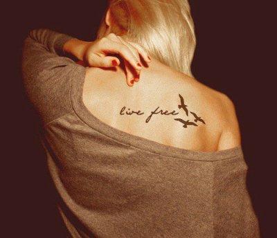 J'ai écris ton nom et ton prénom sur du sable mais la mer l'a éffacé. J'ai écris ton nom et ton prénom sur un mur mais le peintre l'a repeint. J'ai écris ton nom et ton prénom dans le ciel mais le vent l'a emporté. J'ai écris ton nom et ton prénom sur du papier mais mes parents l'ont jetté à la poubelle. Enfin,j'ai écris ton nom et ton prénom dans mon coeur et plus personne ne pourra l'enlever.