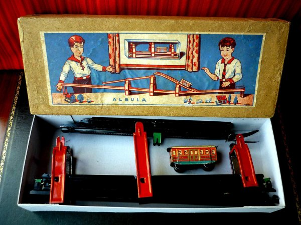 TECHNOFIX- circuit N° 220 de 1933 - Nom : chemin de fer à crémaillère.