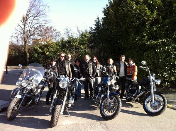 bienvenue dans mon univers.bonjour a tous,un blog juste pour partager quelques passions dont la moto et la musique,musicien,etant guitariste dans le groupe EVENFOX (hard metal) et biker en H D electraglide et bmw r1200 c,,faisant parti des WEST S BROTHERS.bonne lecture et bonne ecoute.