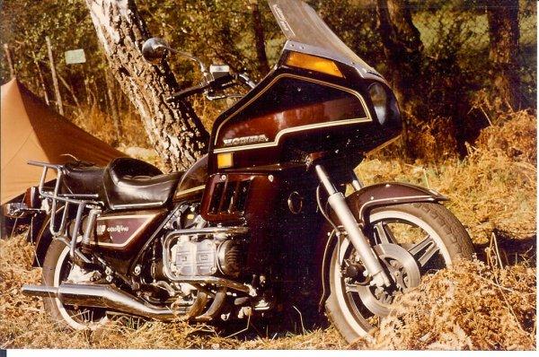de vieux souvenirs,mon 750 honda k7,et mon gold wing dx2 1100.