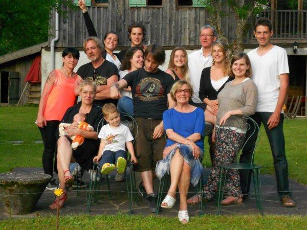 les 80 d une mere,ca merite la reunion des enfants,petits enfants,et arriere petits enfants,en haute savoie,juin 2013