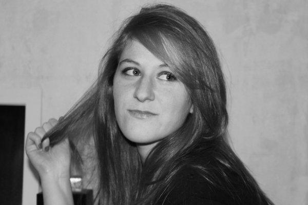 .˟ Marie....˟ 22 ans....˟ Toulouse....˟ Célibataire....˟ 25.12.90....˟ Recherche un emploi.