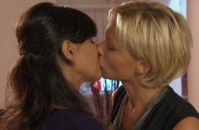 caa yest le baiser entre Céline et MYRIAM !