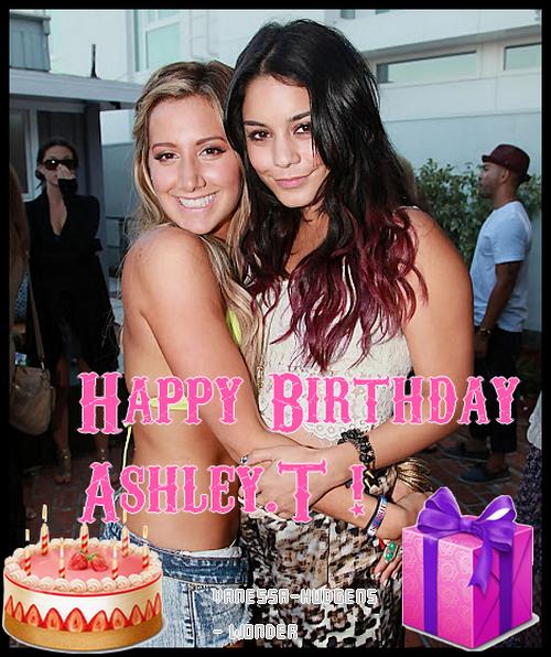 2.07.12 - Vanessa et son Boyfriend Austin était a l'Anniversaire d'Ashley Tisdale a Malibu , Ashley Tisdale a eue 27 Ans !   . J'adore les Méches de Vanessa , & côté Tenue pour Moi , c'est un Flop . Top Ou Flop ?