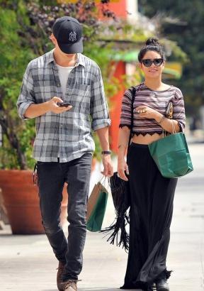 Look de Vanessa Hudgens : En balade romantique dans Hollywood avec Austin Butler
