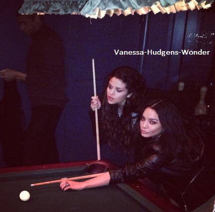 Vanessa & Selena (le February 7th, 2013)