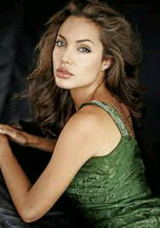 Angelina jolie dans tomb raider