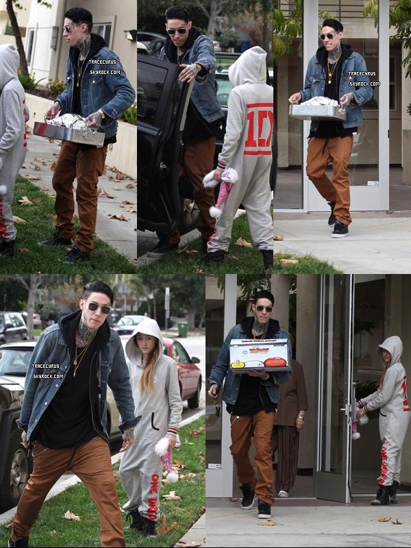 . 25/12/2O12 Trace et Noah vont chercher le dîner de Noël chez leur grand-mère à LA..