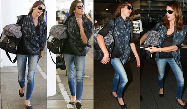 .  05.09.2015 |  Ashley a été vue à l'aéroport LAX tout sourire.  + Elle a même signé des autographes pour des fans chanceux. Que pensez-vous de sa tenue ? Perso, j'aime beaucoup!  .