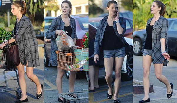 .  18.10.2015 |  Ashley faisant quelques courses avec sa maman et son chéri à Burbank en Californie.  + C'est sans maquillage et avec une beauté toute naturelle et vraiment joyeuse qu'on la retrouve. C'est un pure bonheur de la voir ainsi !  .