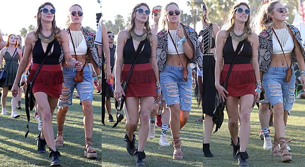 .  16.04.2016 |  Ashley à une pool party au festival de musique Coachella à Indio.  Dans la même journée, elle a été vu se promenant au festival de musique. Ashley est vraiment heureuse comme on peut le voir sur les photos. Elle a opté pour une jupe rouge à frange - très à la mode les franges à ce festival - et un haut avec un énorme décolleté (encore). Ce n'est pas vraiment ce qui lui va le mieux je trouve. Pas vous ?   .
