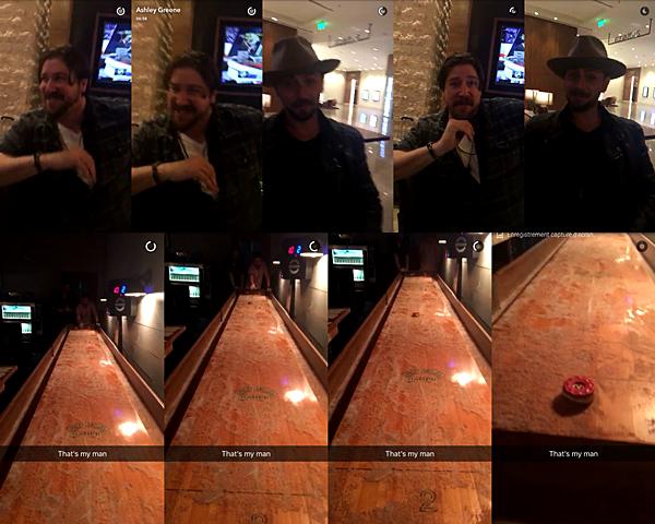 .  28.04.2016 |   Ashley en escapade avec son chéri, Paul et un ami.  Toujours pas de nouvelles dîtes officielles alors c'est sans candids ni événements que je vous retrouve aujourd'hui. La belle a partagé avec nous deux vidéos Snapchat où l'on peut voir Paul et un ami. Je ne sais pas s'ils sont dans un restaurant ou dans un hôtel, en tout cas, ça a l'air bien luxueux. La seconde vidéo est une vidéo où Paul lance le galet du jeu jusqu'au bout de la table que vous pouvez voir sur les photos.    .