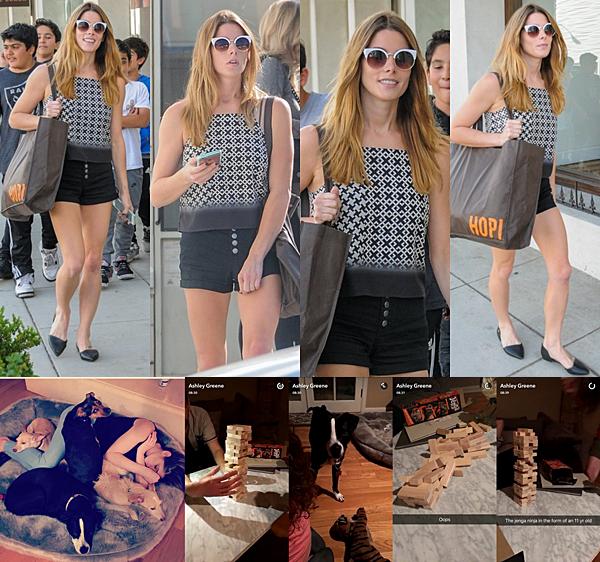 .  13.05.2016    Ashley faisant quelques achats dans les rues Beverly Hills.  Ashley a été vu dans les rues de Beverly Hills faisant du shopping toujours avec le sourire (bien sur!). J'aime beaucoup sa tenue, elle est sympa. Découvrez aussi une photo que la belle a reposté sur son compte Instagram et qui provient à la base du compte de Paul, son chéri, et quelques captures des vidéos qu'elle a posté sur Snapchat. C'était une soirée jeu de société pour elle et ses amies ! :)   .