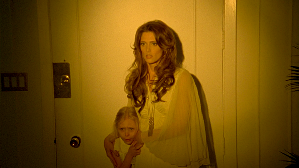 .  2016 |  Découvrez la première bande-annonce du film Shangri-LA Suite avec Ashley ! Presque deux ans après le tournage du film, nous avons enfin droit à la première bande-annonce du film ! Je vous laisse donc le lien dans l'article. C'est l'histoire de deux jeunes troublés et âgés de 20 ans qui cherchent à assassiner Elvis Presley. Qu'en pensez-vous ? Vous allez regarder ce film ? :)   .