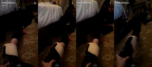 .  25.11.2016 |  Ashley et Caitie ont un problème de chaussures à Londres ! C'est tard dans la nuit - ou plutôt, tôt le matin du 26 - que Caitie a posté une vidéo avec Ashley, où encore une fois, il semblerait qu'elles rencontrent un problème avec des chaussures. Ashley est allongée par terre et se tient solidement à une chaise afin de pouvoir se tenir quand Caitie tire sa chaussure car elle n'arrive pas à les enlever ! La vidéo nous permet de voir les chaussettes toutes mignonnes de miss Greene xD Evidemment, il va sans dire que Caitie est morte de rire pendant qu'elle filme la scène ! :)  .
