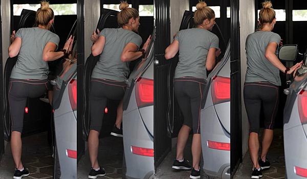 .  11.04.2017 |  Ashley a de nouveau été vu arrivant et quittant sa salle de gym à Los Angeles ! C'est encore dans une tenue de sport que nous retrouvons la miss devant sa salle de sport de Los Angeles. Jamais dépourvue de son sourire, elle a été vu discutant avec un homme avant de quitter les lieux. Niveau tenue, j'adore son legging ! Et vous ? :) Dans la journée, le compte Twitter officiel de Rogue a posté un nouveau cliché de la série avec la belle dessus ! Je la trouve très jolie dessus perso :)   .
