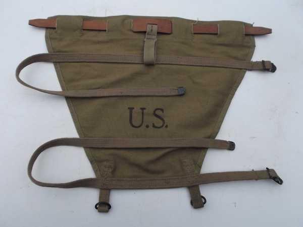 Pack carrier pour Havresac mod 28 entre le sac et le triangle