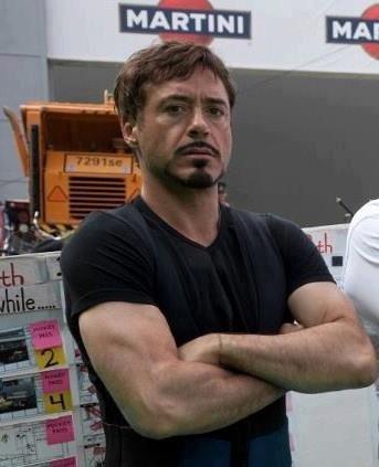 L'homme qui peut séduire rien qu'avec ses bras x)