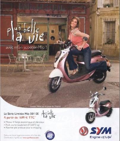 Laetitia Milot pose pour les scooters SYM