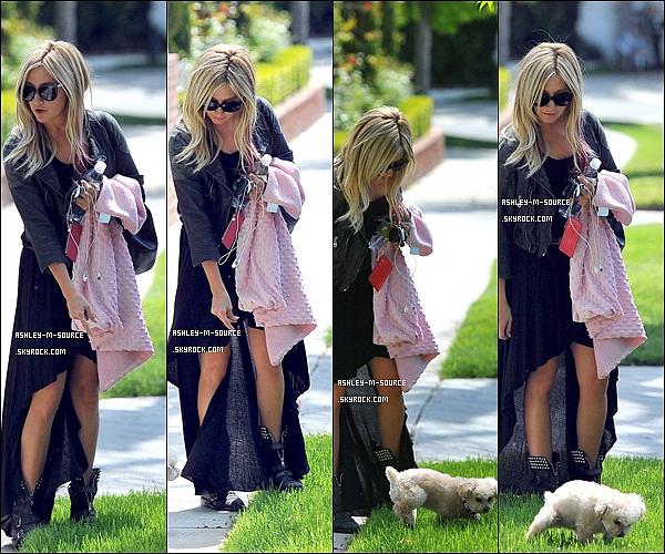06/04/2012▬Miss Tisdale à été aperçue dans Toluca Lake , en promenant petit chien se nommant Maui Quesque vous pensez de sa tenue ? Moi , je la trouve sublime mais c'est un peu trop long . Et son petit chien est trop mignon