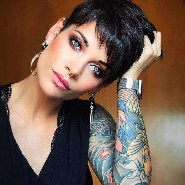 Coiffure et tatouages