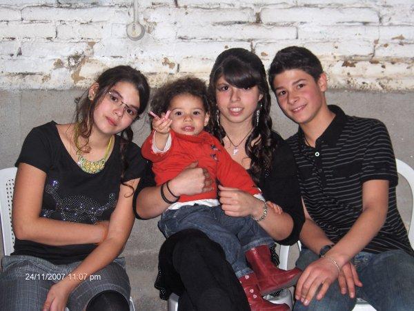 Mes soeurs et moi :)