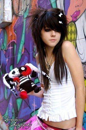 emo girl style au cheuveux noir